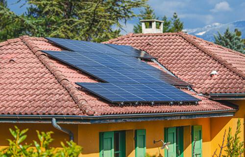 panneaux solaires en surimposition de toiture